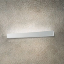 Contemporary wall light / linear / polycarbonate / Aircoral®