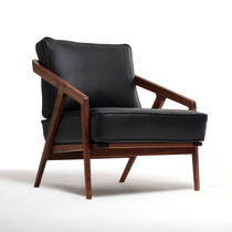 Contemporary armchair / oak / walnut / leather