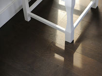 Solid wood flooring / glued / oiled