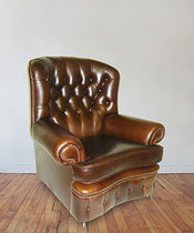 Traditional armchair / leather / brown