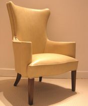 Traditional visitor armchair / leather / wooden / contract