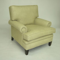 Traditional armchair / leather