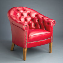 Traditional armchair / leather / red
