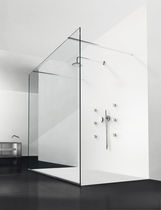 Fixed shower screen / corner