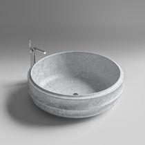 Free-standing bathtub / round / stone