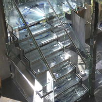 Half-turn staircase / glass steps / metal frame / without risers