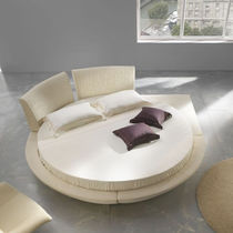 Round bed / double / contemporary / wooden