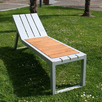 Contemporary chaise longue / oak / steel / outdoor