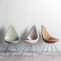 Scandinavian design chair / plastic / by Arne Jacobsen / pink