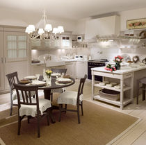 Traditional kitchen / solid wood / lacquered
