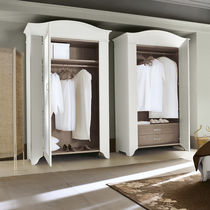 Traditional wardrobe / solid wood / with hinged door / mirrored