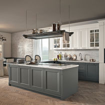Traditional kitchen / lacquered wood / marble / island