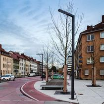 Urban lamppost / contemporary / aluminum / with tempered glass diffuser