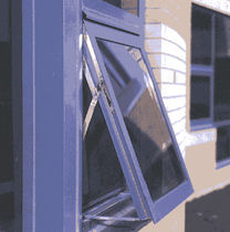 aluminium awning window 526 ISOPORT&amp;trade; Kawneer