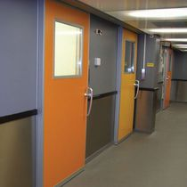automatic sliding door with hermetical seal  KONE