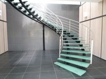 circular staircase with a lateral stringer for commercial buildings (metal frame and glass steps) ELCELC la stylique