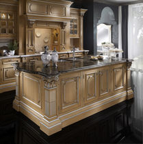 classic kitchen in varnished solid wood CUCINA MODELLO LUX Onlywood SRL