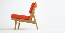contemporary armchair in certified wood (FSC-certified) U432 by Jens Risom   BENCHMARK