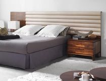 contemporary double bed with integrated bed-side table QUORUM HURTADO