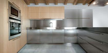 contemporary solid wood / stainless steel kitchen +01/C MVK ITALIA