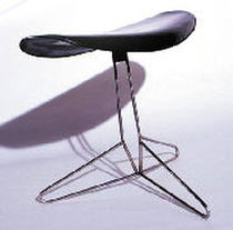 contemporary swivel stool in leather K : 1 Koi