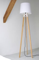 contemporary wooden floor lamp (tripod) by Nachacht Berlin Artificial jürgen j. burk
