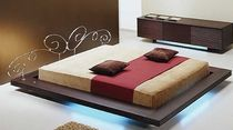 design double bed HIRO VOLTAN INDUSTRIA MOBILI of Luigi Voltan & C.