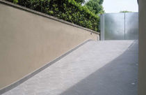 engineered stone paving tile for outdoor floors COMPACT : BATTISCOPA NERO CITYTILE'S