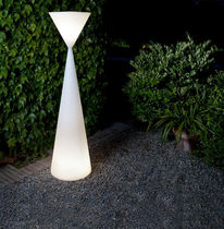 exterior design polyethylene floor lamp FRIDA by Serraydelarocha METALARTE