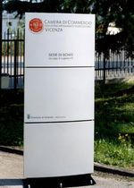 free-standing display totem  SADI POLIARCHITETTURA