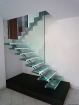 half-turn staircase with a central stringer (metal frame and glass steps) ELCLUT la stylique