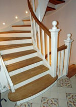 half-turn staircase with a lateral stringer (wooden frame and steps) EWT 409 Schmidt Escaliers
