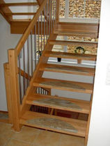 half-turn staircase with a lateral stringer (wooden frame and steps) EWT 570 Schmidt Escaliers