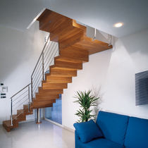 half-turn wooden floating staircase CLOSED WOODEN Marretti
