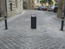 high speed hydraulic retractable bollard CSA300/S12.5/C700 PUBBLICO MAC srl