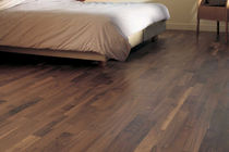 laminate flooring: walnut BERRY FLOOR  ALLOC
