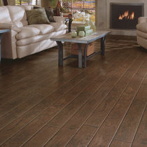 laminate flooring: wood REAL TOUCH&reg;: HENNA HICKORY DUPONT