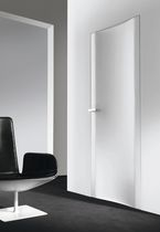 laquered swing door 10.8 by Cavana/Santambrogio  Res Italia