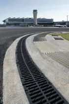 polymer concrete drain channel with grating F250K ULMA - ARCHITECTURAL SOLUTIONS