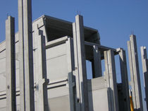 precast reinforced concrete column with bracket  Pujol