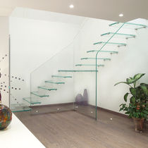 quarter-turn glass floating staircase  Marretti