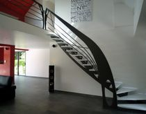 quarter-turn staircase with a central stringer (metal frame and wood steps) ELCELC la stylique