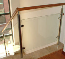 railing with glass panels  Escaleras Yuste