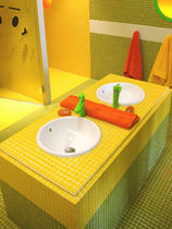 recycled glass mosaic tile for bathroom CHROMA Hisbalit