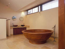 round wooden bath-tub  WILLIAM GARVEY
