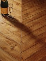 solid wood floor tile: oak CHEVRON SOLS