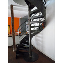 spiral staircase (metal frame and steps) PRESTIGE Bruge Valé