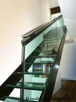 straight staircase with a lateral stringer (metal frame and glass steps) ELF-SAV la stylique