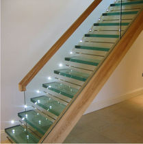 straight staircase with a lateral stringer (wood frame and glass steps) ST ALBANS Flight Design