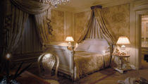 traditional canopy double bed WARM LUXE Clive Christian